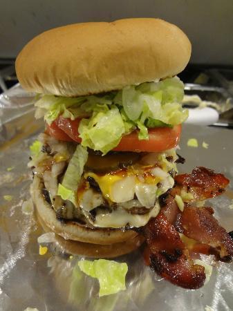 Hoss and Mary's Grub Shack: big burger