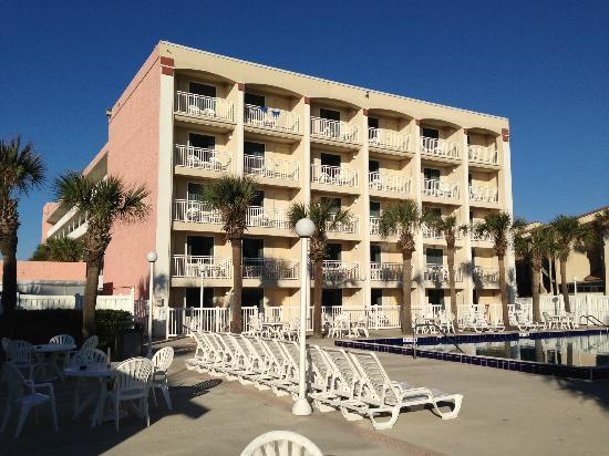 Holiday Isle Oceanfront Resort: View of hotel from pool & beach