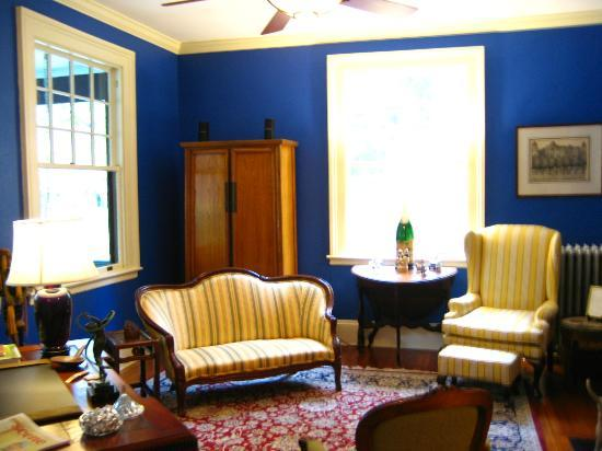 Carolina Bed & Breakfast: Library