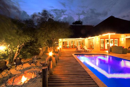 Casart Game Lodge: main deck & pool