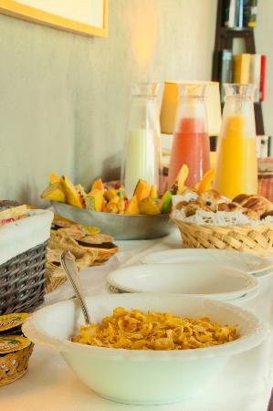 Casart Game Lodge: breakfast buffet