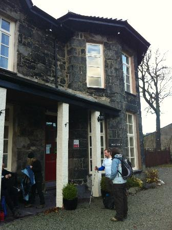 Plas Coch Guest House: Getting ready to trek up Snowdon