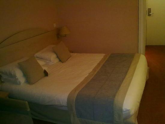 Hotel Mercure Lisieux : Camera da letto