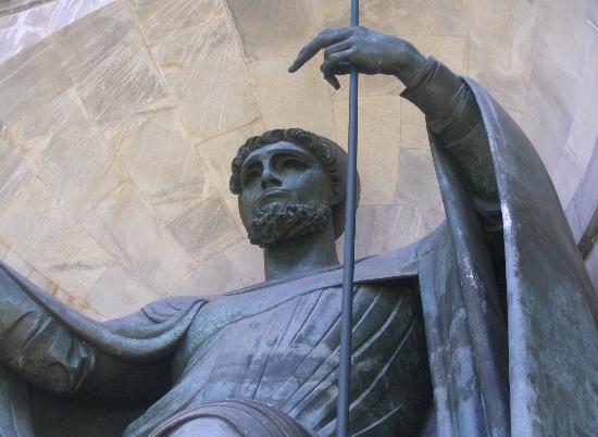 Tempio della Vittoria : Statua 2