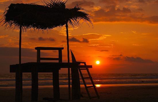 Neela's Guesthouse & Beach Restaurant : solnedgång