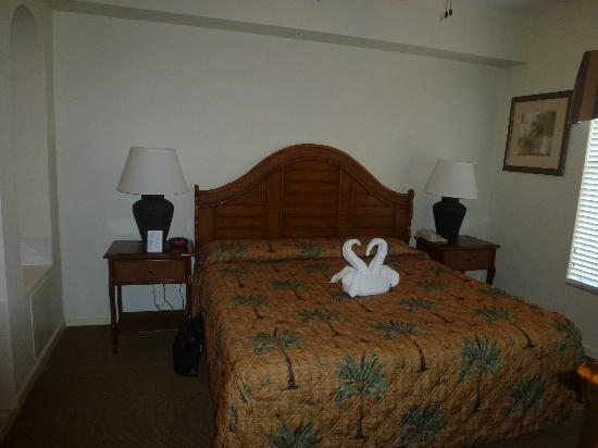 Lake Buena Vista Resort Village & Spa: Bedroom / ajoining ensuite jacuzzi