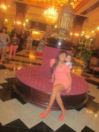 Hotel Riu Palace Aruba: en la recepcion con mi bebe