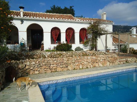 La Casa del Molinero: la piscine et la terrasse couverte