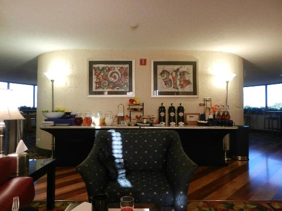 Crowne Plaza Fort Myers at Bell Tower Shops: 5th Floor Breakfast & Happy Hour
