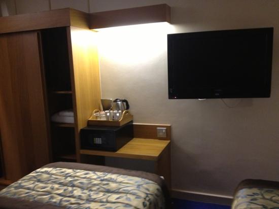 Thistle City Barbican, Shoreditch: Flat TV