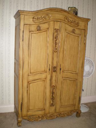 Power's Mansion Inn: Wardrobe
