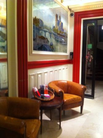 HotelHome Paris 16: foajén