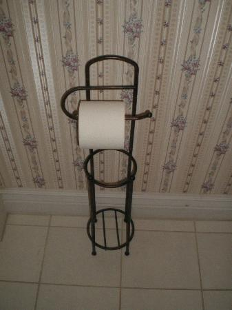 Power's Mansion Inn: Storage stand and holder