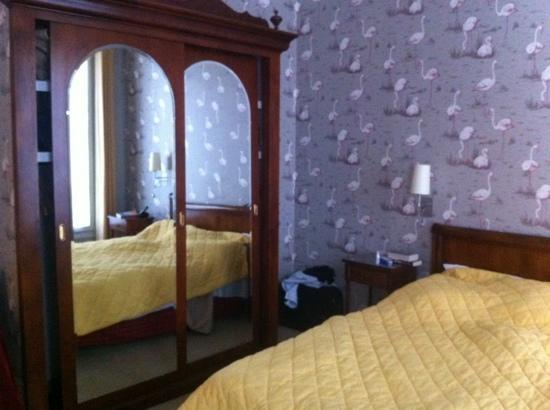 HotelHome Paris 16: sovrum