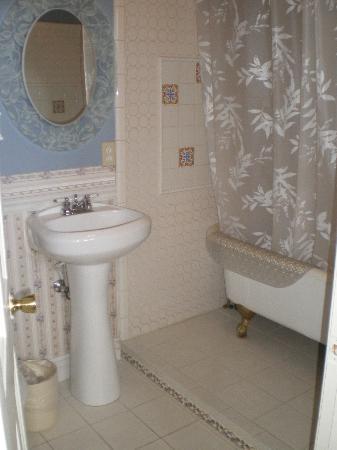 Power's Mansion Inn: Bath 