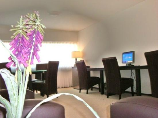 Suites Teca Once: Luxury Business Center