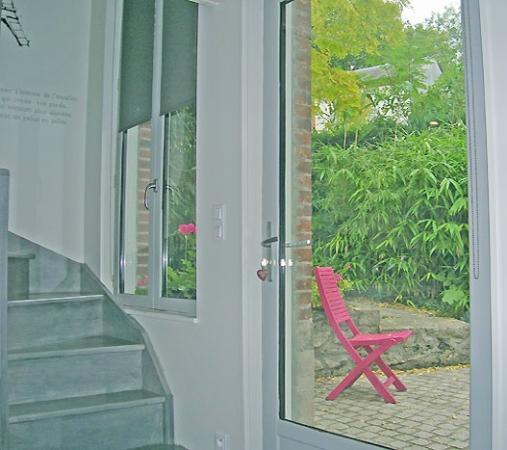 Le Jardin Cache : Garden view from entry door