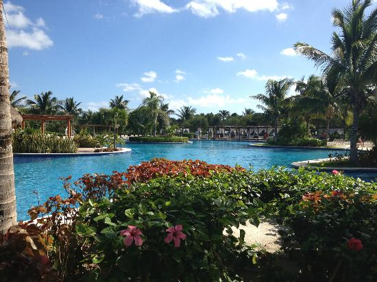 Valentin Imperial Riviera Maya: Gorgeous Main Pool