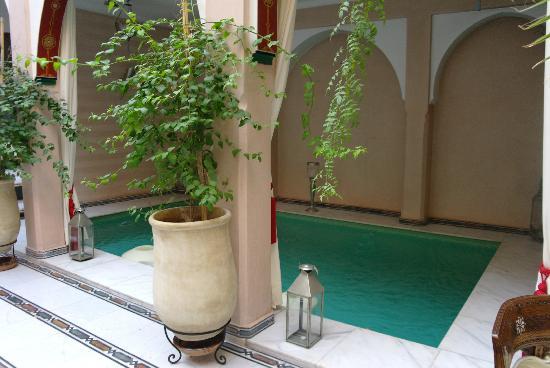 Riad Dar Anika: Het zwembadje