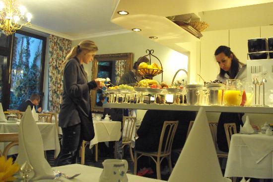 Hotel Admiral: Café da manhã luxuoso
