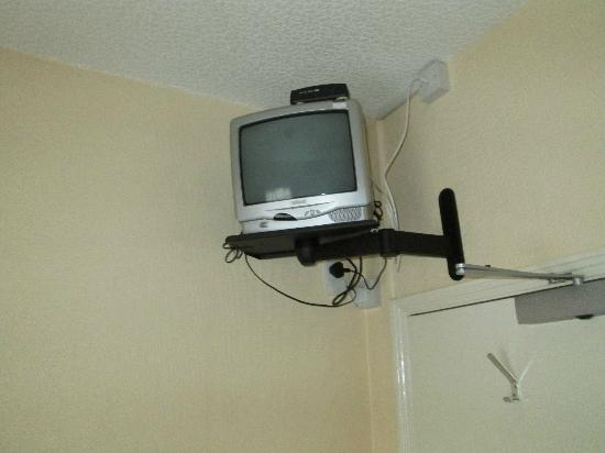 Abbey Guest House: TV with Freeview