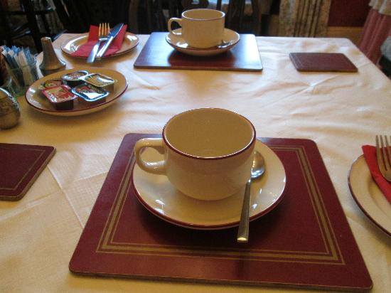 Abbey Guest House: lovely cups