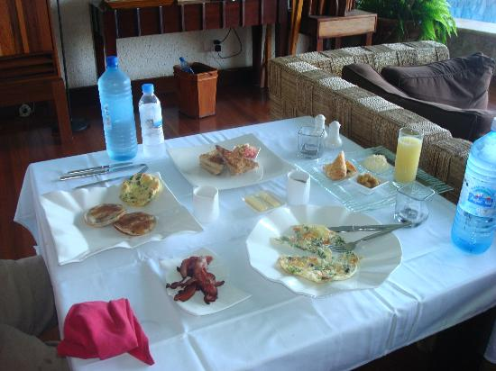 Jade Mountain Resort: one of our daily breakfasts