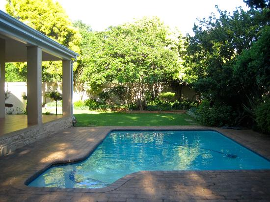 Del Roza Guest House: pool