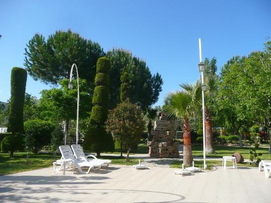 Opus Apart Hotel: hotel garden