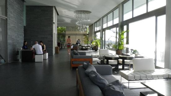 Cape Sienna Hotel & Villas: Longue & Reception area