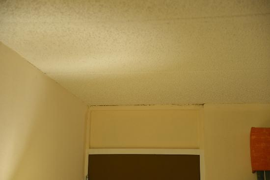 St. Marys, GA: cracking popcorn ceiling