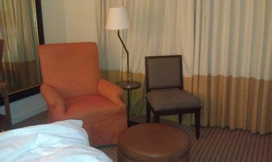 Estancia La Jolla Hotel & Spa: 2 chairs in room - one upholstered, one not