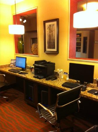 BEST WESTERN PLUS Tupelo Inn & Suites: business area