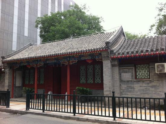 Jingyuan Courtyard Hotel: Front of hotel