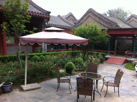 Jingyuan Courtyard Hotel: Historic roof tops of hotel