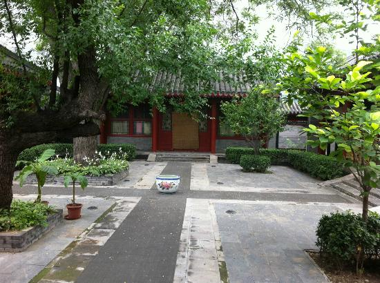 Jingyuan Courtyard Hotel: Courtyard in July