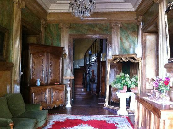 Chateau Bouvet Ladubay: entrance hall