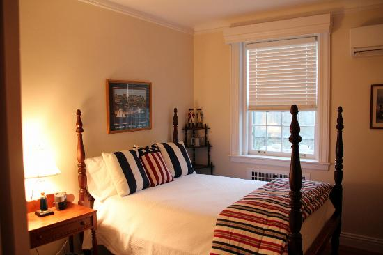 Hornsby House Inn: Chesapeake Suite (one room)