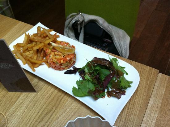 restaurant brasserie le 7 : salmon tartare