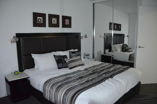 Meriton Serviced Apartments Brisbane on Adelaide Street: room