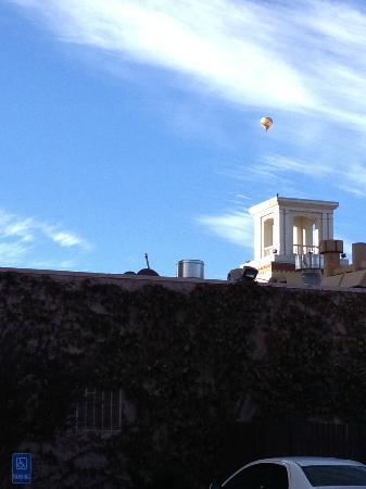 โรงแรมอบูเคอคิวแอตโอลด์ทาวน์: Hot Air Balloon over the hotel