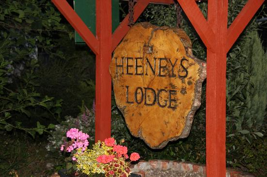 The Heeneys Lodge: Sign.