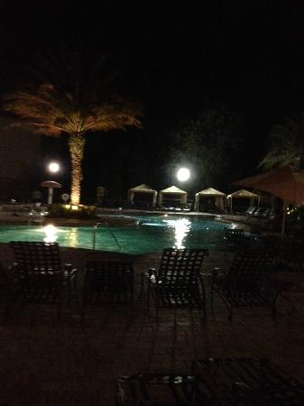 Tuscana Resort Orlando by Aston: Tuscana Pool Area at Night