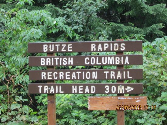 Butze Rapids Park and Trail: Trailhead