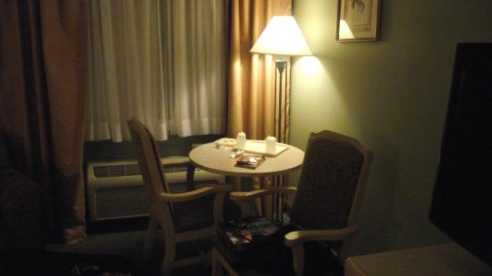 Quality Inn Halifax Airport: Corner table