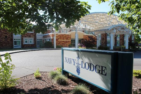 Navy Lodge Everett: Hotel & grounds