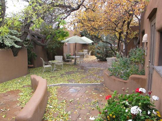 Inn on the Alameda: One of the courtyards at the inn