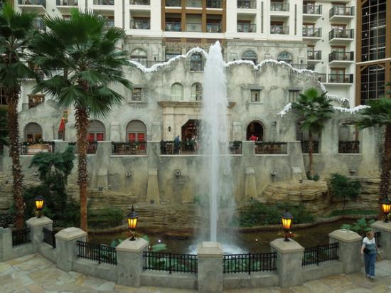 replica of the alamo picture of gaylord texan resort. Black Bedroom Furniture Sets. Home Design Ideas