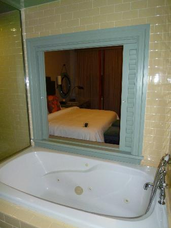 Hotel ICON, Autograph Collection: Room 1108 - tub with window to room