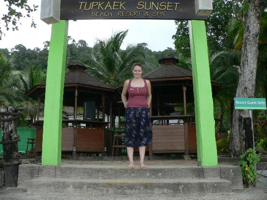 Tup Kaek Sunset Beach Resort: Entrance to bar area